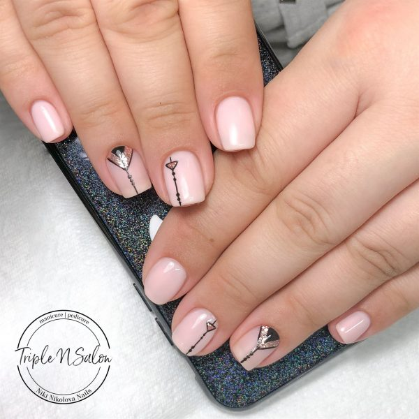 Light pink nails with geometric design